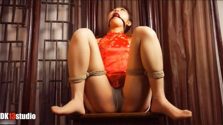 欢欢 红旗袍分腿五花[00_00_50][20180306-135137-0].JPG